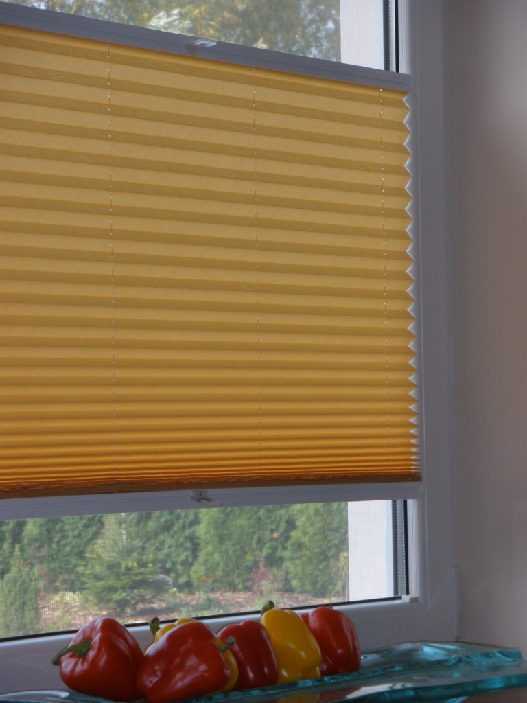 Czym zasłonić okno w kuchni?